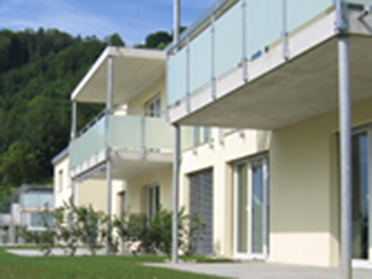 laubhus-architektur-mehrfamilienhaus-vorderrein